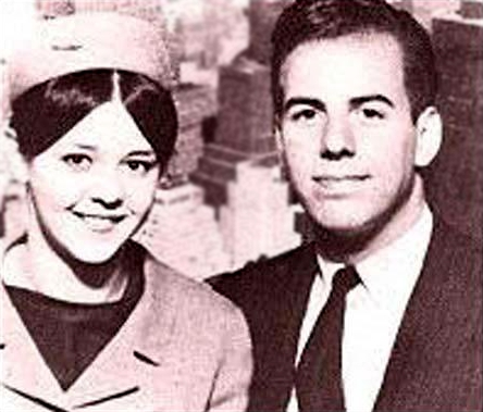 File:Abagnale and Stewardess.jpg