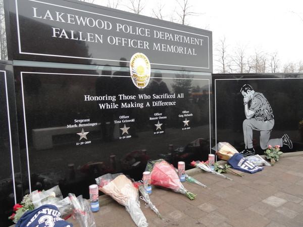 File:Lakewood Memorial.jpg