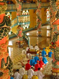 Cao Dai temple (Vietnam).jpg