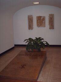 Tomb of pope Paulus VI.jpg