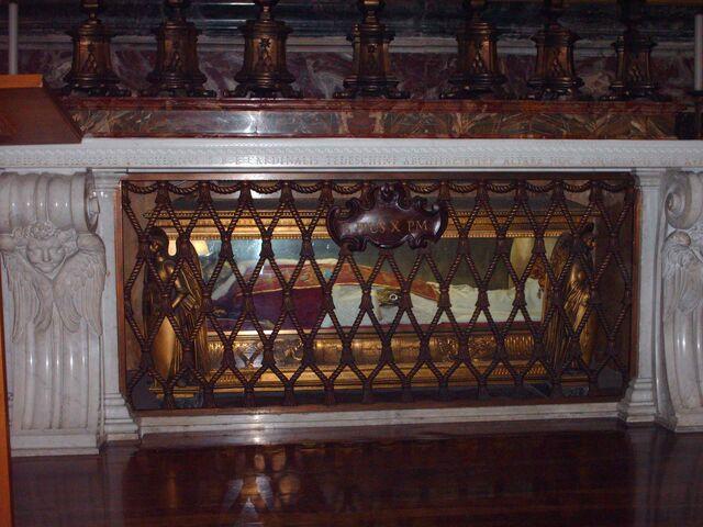 Arquivo:Tomb of pope Pius X.jpg
