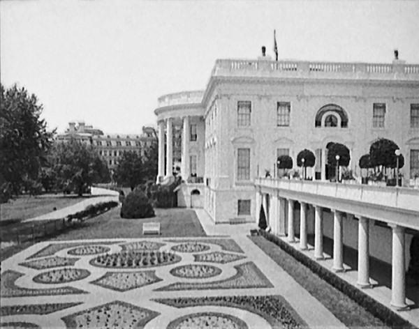 File:Eisenhower-garden-c1904.jpg