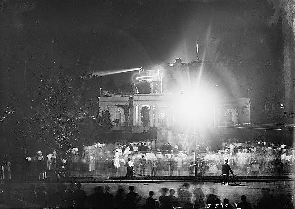 File:East-wing-1911-lights.jpg