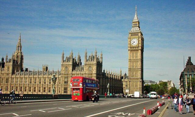 File:Ben Ben Bus London.jpg