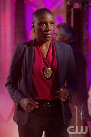 File:Aisha Hinds as Detective Sakelik.jpg