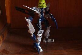 Bionicle's 004