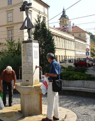File:TáncosnőKJ.jpg