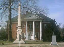 800px-Montross courthouse 2