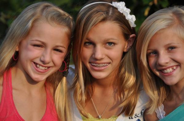 File:Chloe, Regan and Paige.png
