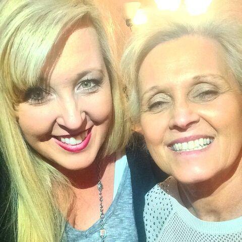 File:Jessalynn with her mom 2014-11-29.jpg