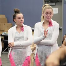 724 HQ - Kendall and Chloe crying