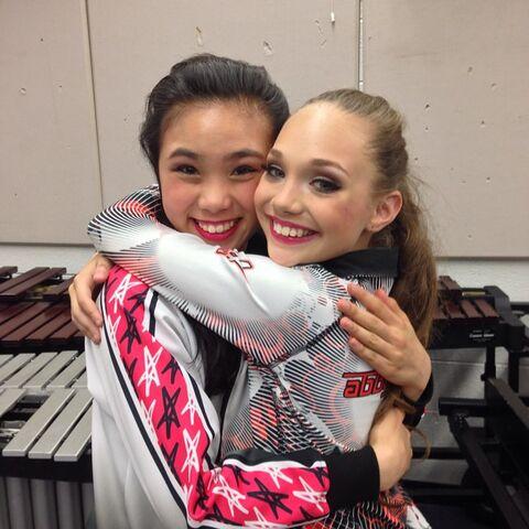File:Jade Cloud with Maddie Ziegler 2014-09-30.jpg