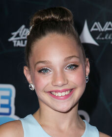 Maddie Ziegler Industry Dance Awards 01