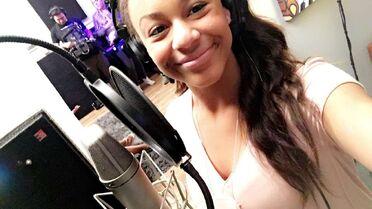 631 Nia in studio