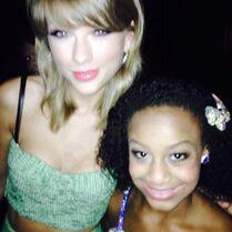 Nia with Taylor Swift TCA2014