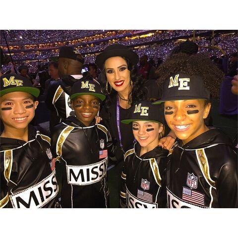 File:(backrow) Tricia Miranda - (frontrow) Gabe De Guzman - Will Simmons - Kaycee Rice - Charlize Glass - 1Feb2015 Super Bowl XLIX.jpg