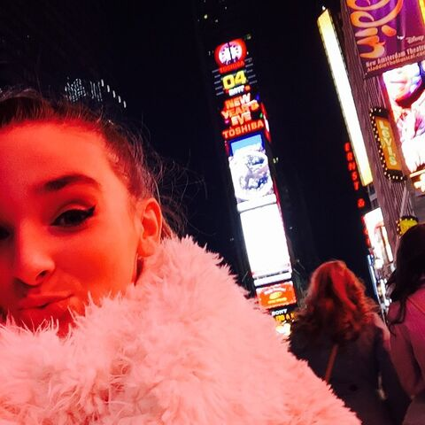 File:Kendall - Times Square - 28th December 2014.jpg