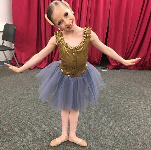 File:630 Ellie in group costume.jpg