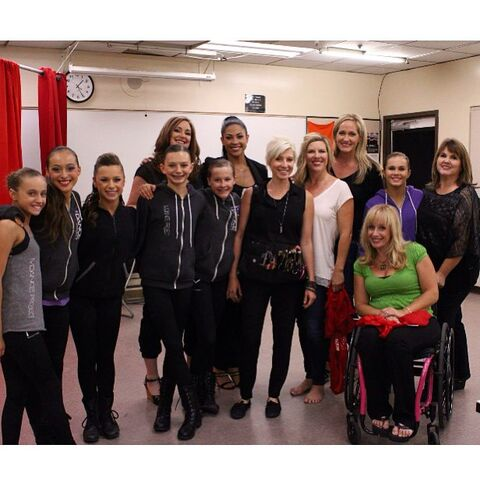 File:530 MDP - moms and dancers - from their last episode in S5.jpg
