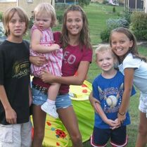 Payton sister-Taylor and relatives when young