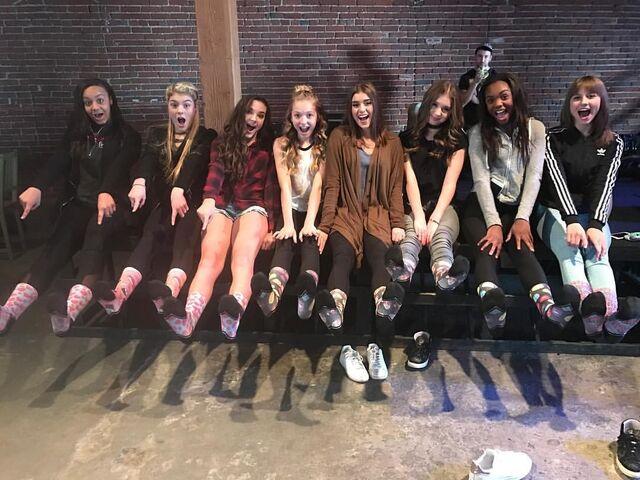 File:711 Girls on set of MV (2).jpg