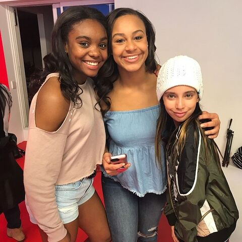 File:724 Camryn and Nia on set.jpg