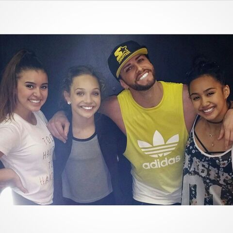 File:Kalani Hilliker - Maddie Ziegler - Brian Friedman - Trinity Inay - girls taking class 2015-04-11.jpg