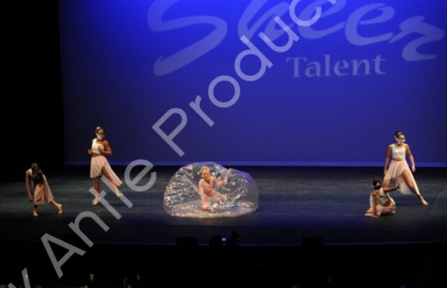 File:601 The Girl In The Plastic Bubble 8.jpg
