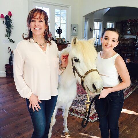 File:Jill and Kendall with ponypearl7 - instagram 24Jan2015.jpg