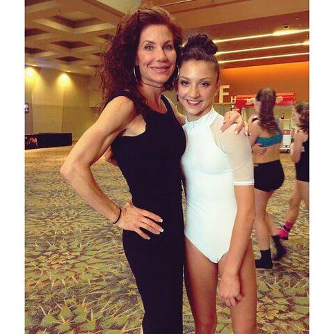 File:Renee and Tessa 2015-05-16.jpg