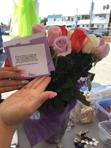 File:Kira pic on Twitter - flowers signed Tessa and Renee - 21May2015.jpg