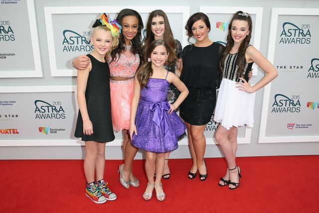 File:Astra awards girls.JPG