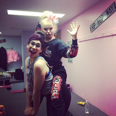 File:JoJo and Olivia Ice 18Dec2014.jpg