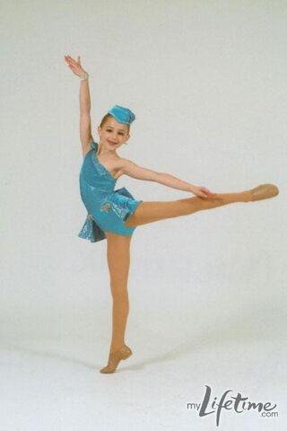 File:Chloe I Like To Fuss recital pic.jpg