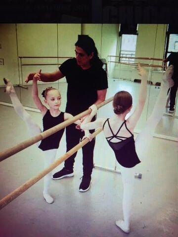 File:Lilliana & Elliana taking ballet class.jpg