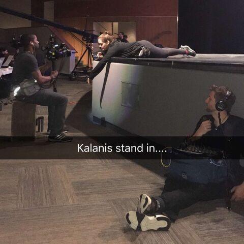 File:716 Kalani helping the crew.jpg