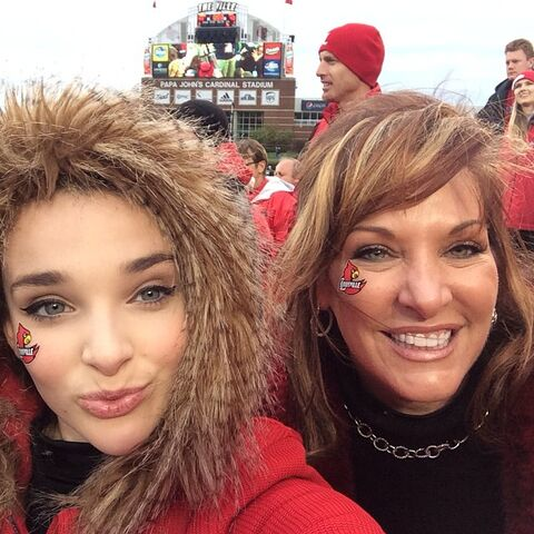 File:Jill and Kendall at Louisville Cardinals for sister 2014-11-29.jpg