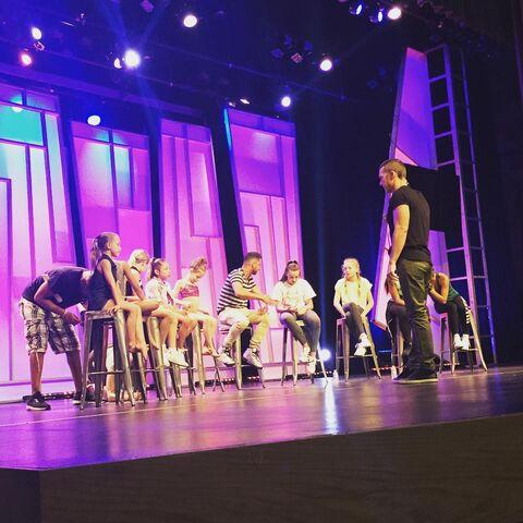 File:632 Girls onstage.jpg
