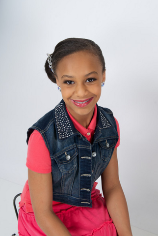 File:Nia Frazier photoshoot.png
