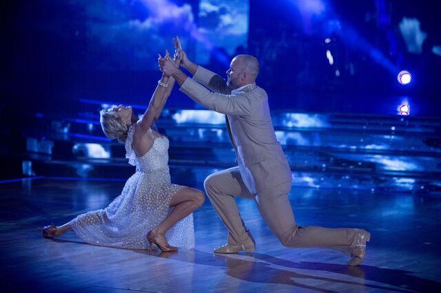 File:David and Lindsay S24 Week 10 Finale Night 1 Viennese Waltz 2.jpg