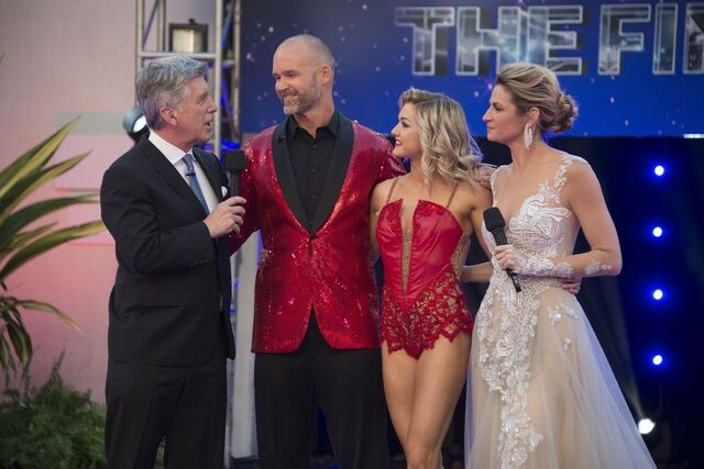 File:Tom David Linday and Erin S24 Week 10 Finale Night 2 2.jpg