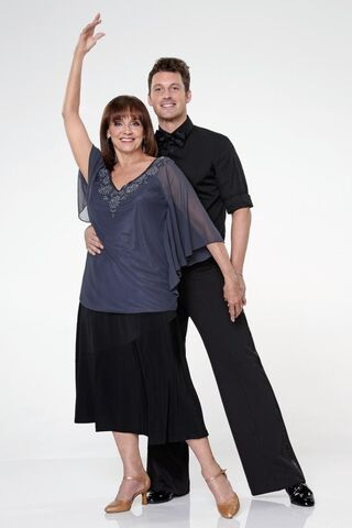 File:Valerie-Harper-Tristan-MacManus-dancing-with-the-stars.jpg