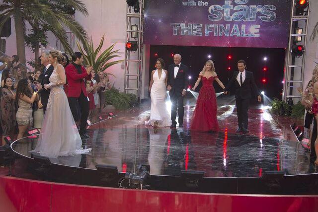 File:Tom Erin Carrie Anne Len Julianne and Bruno S24 Week 10 Finale Night 2 1.jpg