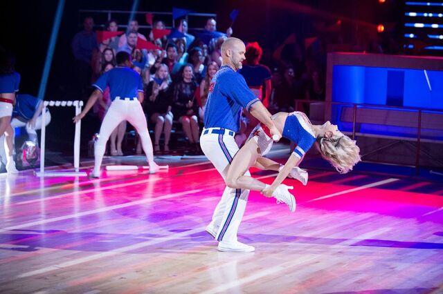File:David and Lindsay S24 Week 10 Finale Night 1 Freestyle 6.jpg