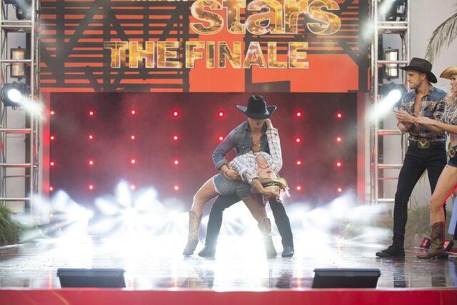 File:Bonner and Sharna S24 Week 10 Finale Night 2 Cha Cha Encore 4.jpg