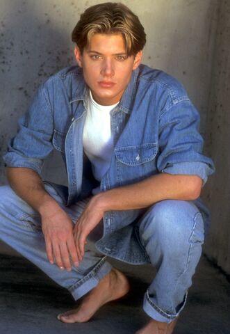 File:Jensen Ackley 1999 by Barry King-04.jpg