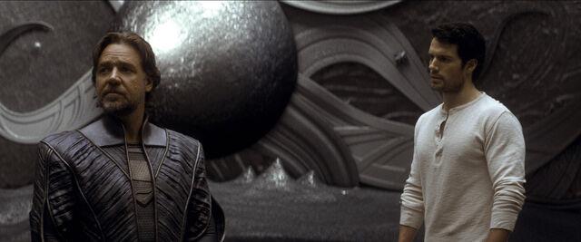 File:Jor-El's consciousness reveals the truth to Kal-El.jpg