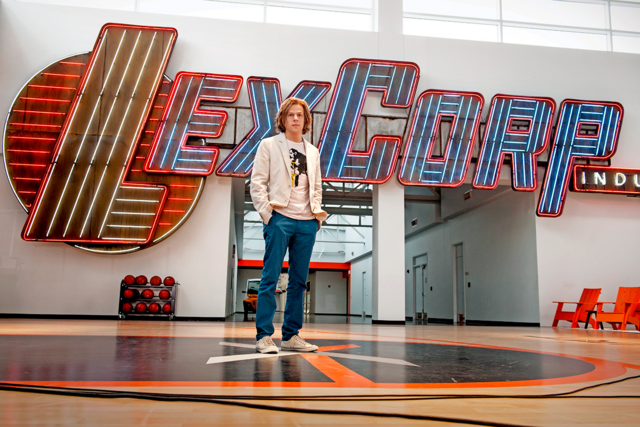 File:Lex Luthor on LexCorp basketball court.png
