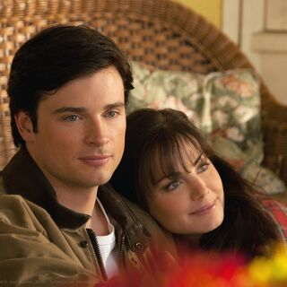 Clark and Lois in <i>Smallville</i>.
