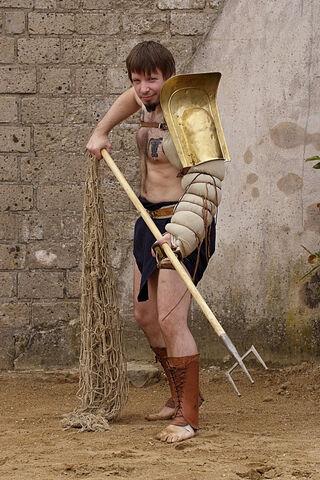 File:Trident and net gladiator.jpg